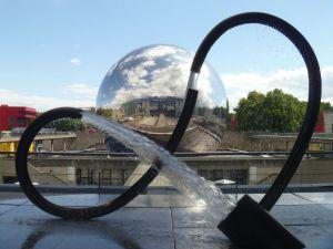 """Blick vom Museum auf """"La Geode"""""""
