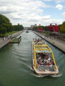 """Reges Treiben auf dem """"Canal de l'Ourcq"""""""