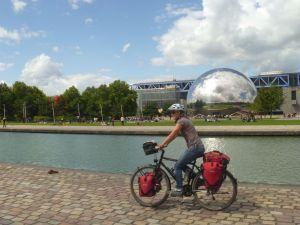 """Wir überbrücken die Wartezeit im """"Parc de la Villette"""""""